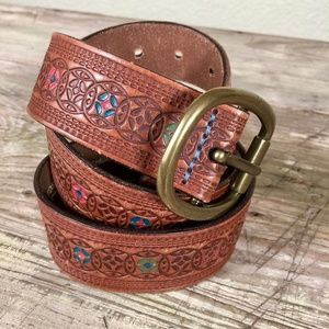 Fossil tooled leather belt painted